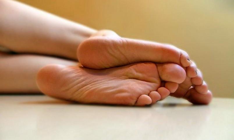 Симптомы пяточных шпор достаточно легко предотвратить с помощью обыкновенного дегтя.