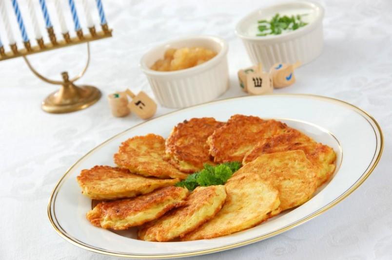 Драники являются универсальным блюдом, они подойдут как на завтрак, так и на ужин.