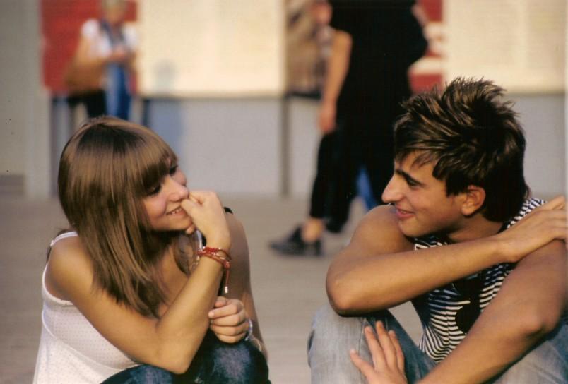 Не рекомендуется быть сильно навязчивой и доступной, как правило, парни не ценят таких девушек. Будьте недоступной и загадочной, тогда мужчина точно будет ваш.