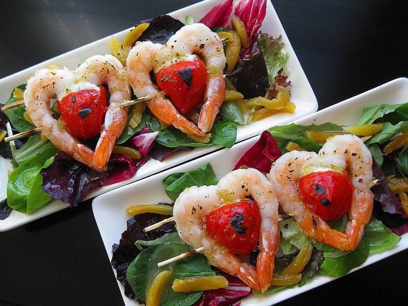 Для создания романтического настроения рекомендуется оформить приготовленные блюда в виде сердец.