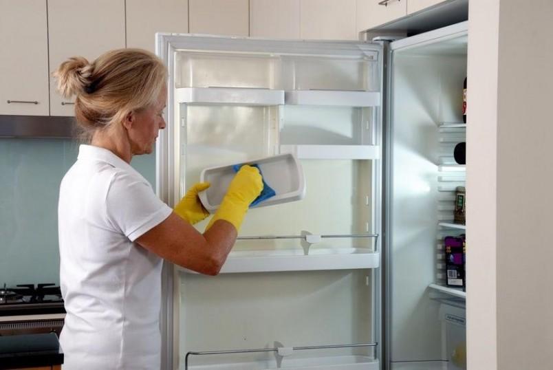 Во избежании неприятного запаха, ухаживайте за своим холодильником регулярно.