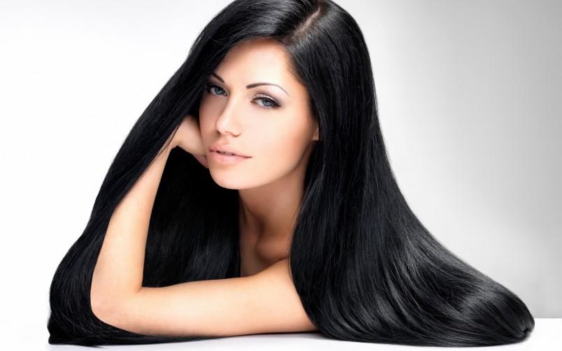 Бесценным даром для любой девушки являются длинные натуральные волосы, поскольку естественность всегда в моде.