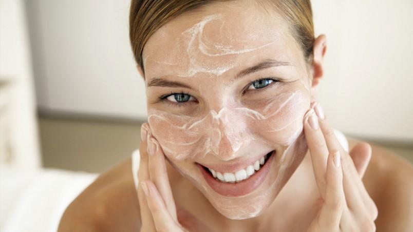"""Ежедневно используйте пастообразное мыло """"Бельди"""", и ваше лицо будет сиять здоровьем и свежестью."""