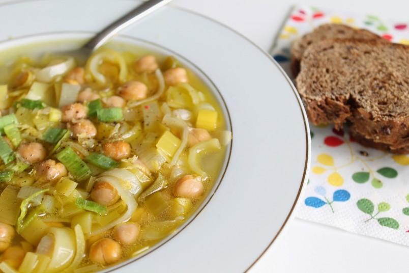 Приготовление супа из нута и цветной капусты не займет у вас много времени.