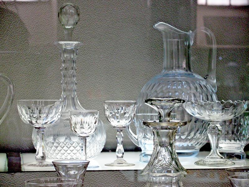 На 60 лет совместной жизни, преподнесите в подарок своим родителям набор хрустальной посуды.