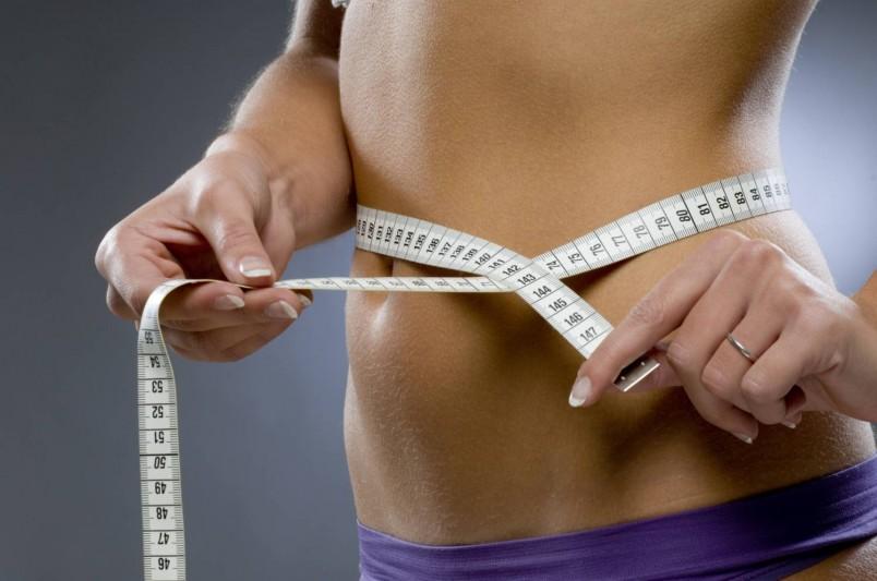 Для удаления лишних сантиметров с талии, используйте массаж и обертывания. Они не только помогут избавиться от лишнего веса, но и улучшат состояние кожи.