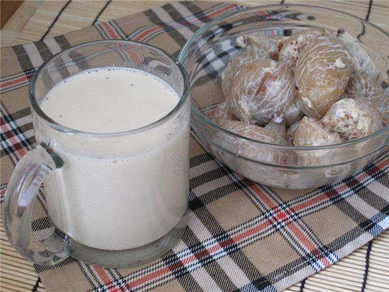Смесь молока с инжиром обладает отхаркивающим эффектом. Употребляйте эту смесь три раза в день в теплом виде, и кашель пройдет раз и навсегда.