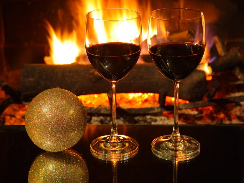 Вкусное вино-залог хорошо проведенного романтического вечера.