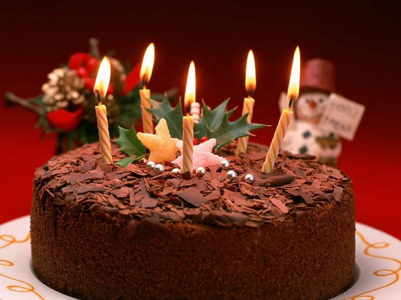 Для истинных ценителей сладкого отличным подарком станет торт с шоколадной стружкой.