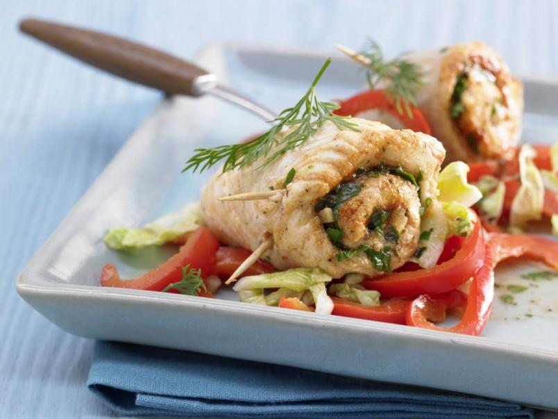 Рулет из камбалы обладает особо нежным и приятным вкусом. Приготовив такой ужин вы не только порадуете себя, но и всю свою семью.