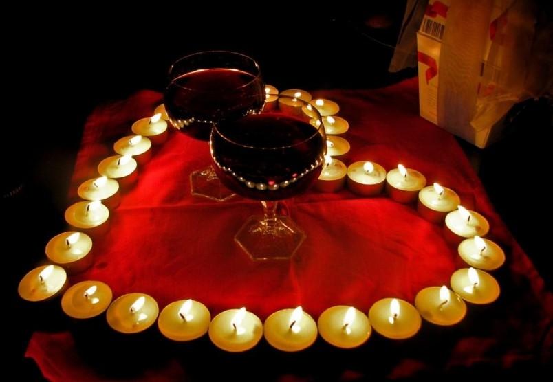 На годовщину никелевой свадьбы устройте романтический ужин своему любимому супругу.