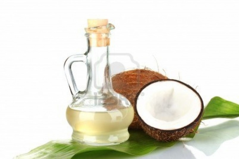 Одно из уникальных и полезных свойств кокосового масла — это способность обволакивать каждый волосок и защищать его от воздействия вредных внешних факторов.