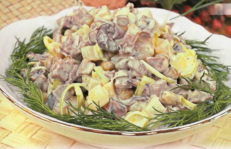 Для любителей горчицы, отлично подойдет салат с горчичной заправкой.