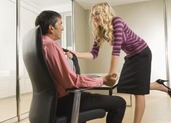 Даже самый строгий наряд может возбудить в мужчине желание, если каждая его деталь тщательно подобрана.