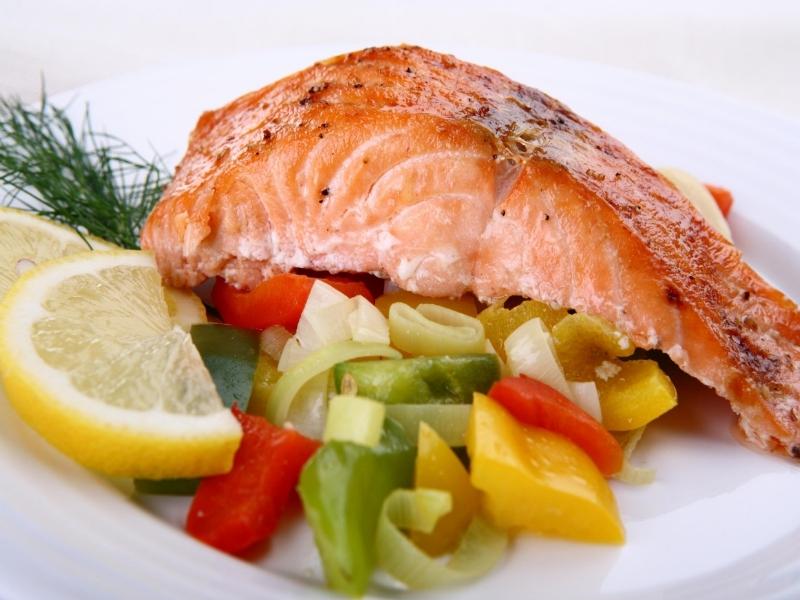 Рацион кормящей мамы лучше назвать не диетой, а здоровым питанием, обеспечивающим организм витаминами, минералами и полезными веществами.