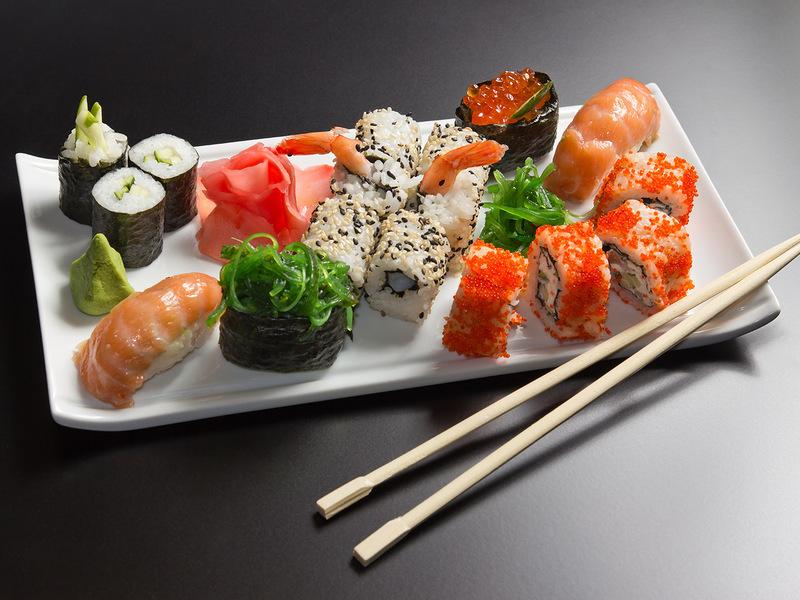 Сделать суши в домашних условиях под силу каждой хозяйке.