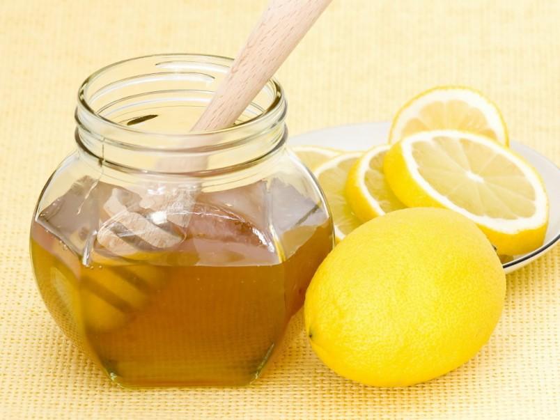 Еще наши бабушки знали, что мед с лимоном помогут снять приступы кашля у детей разного возраста.
