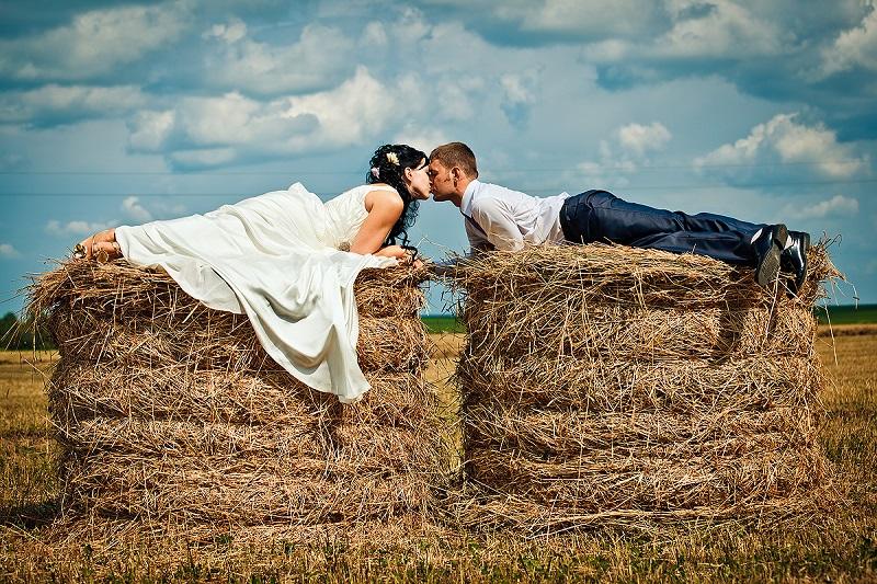 Традиции празднования льняной свадьбы сводились к тому чтобы еще больше сплотить молодую семью.