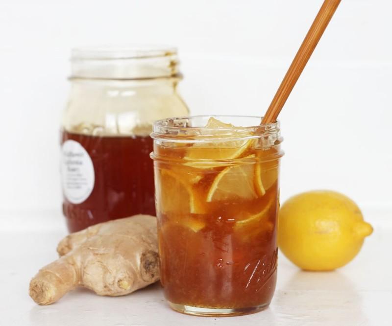 Имбирь с медом и лимоном – это устойчивое сочетание, которое многие считают эффективным жиросжигающим средством.