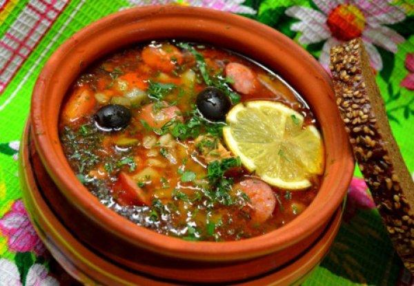 как варить суп солянку с колбасой в домашних условиях
