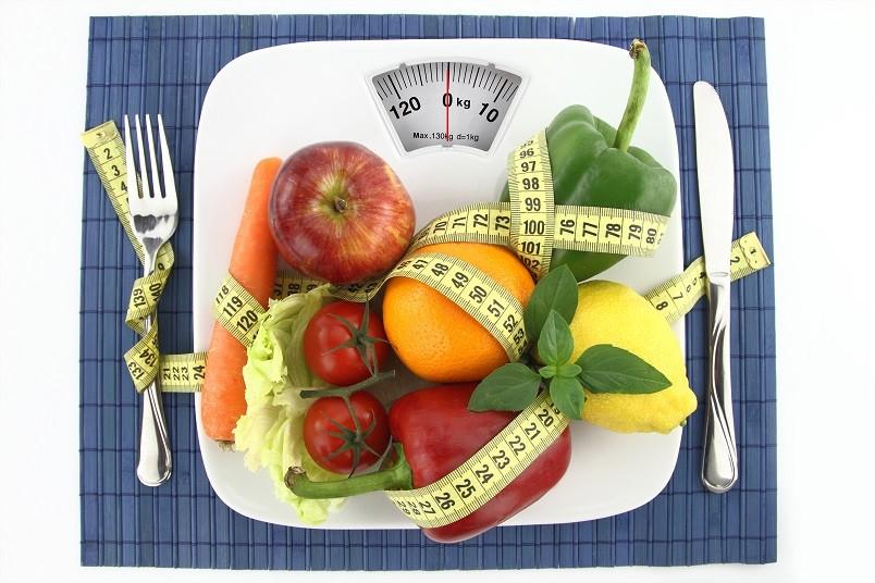 Чтобы ваш организм не испытывал стресс, вызванный голоданием, замените сложные углеводы (выпечку и сладости) простыми (свежими фруктами и овощам).