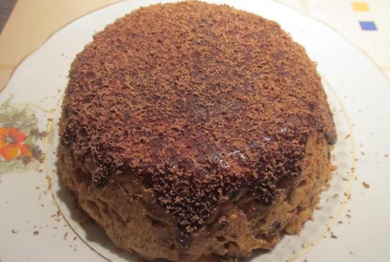 Любой «Муравейник» базируется на общих принципах приготовления: сначала выпекают тесто, затем его измельчают и смешивают с заправочным кремом.