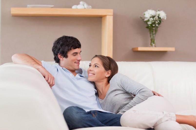 Опытные женщины дорожат семьей и прекрасно понимают, что требуется молодому мужчине, как в плане эмоциональной поддержки, так и в интимной жизни.