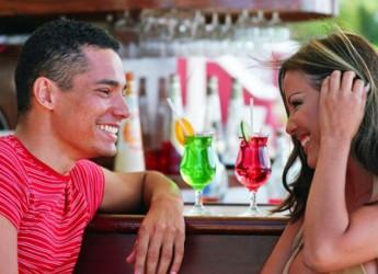 Познакомиться для серьезных отношений можно в кругу близких людей.