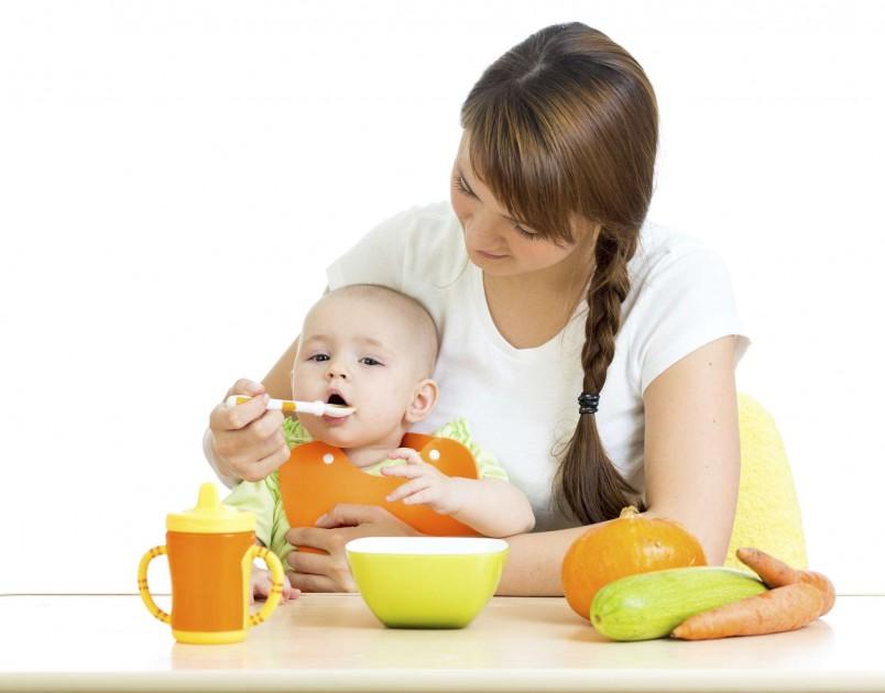 Питание 7 месячного ребенка на искусственном вскармливании должно быть немного разнообразнее, чем у сверстников, находящихся на грудном вскармливании.