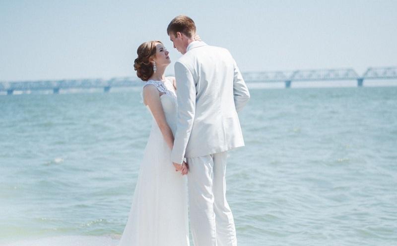 В старину супруги на 4 годовщину свадьбы одевали льняные одежды. Кстати, гостей это тоже касалось.