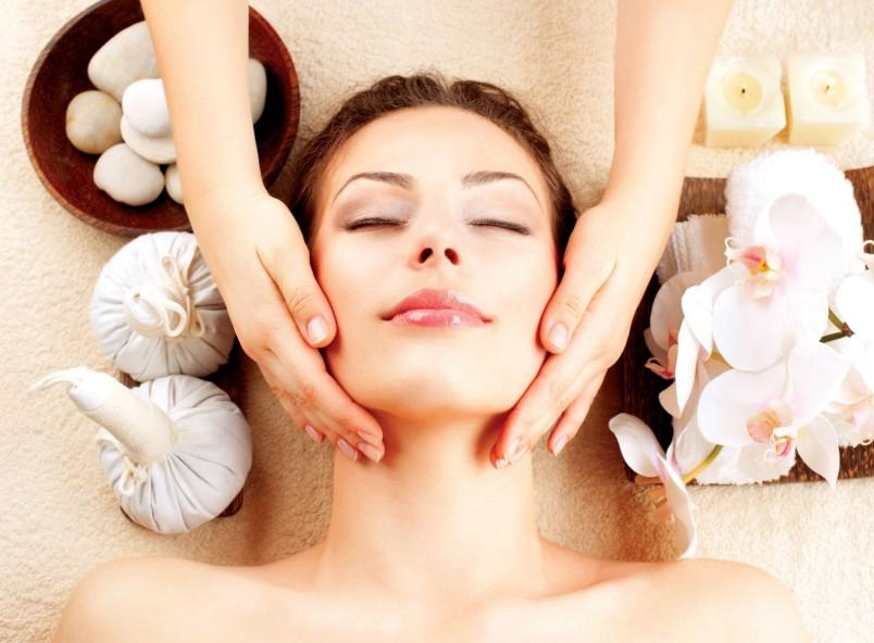 Первый помощник в борьбе за красоту кожи лица - это криомассаж или, другими словами, массаж лица льдом