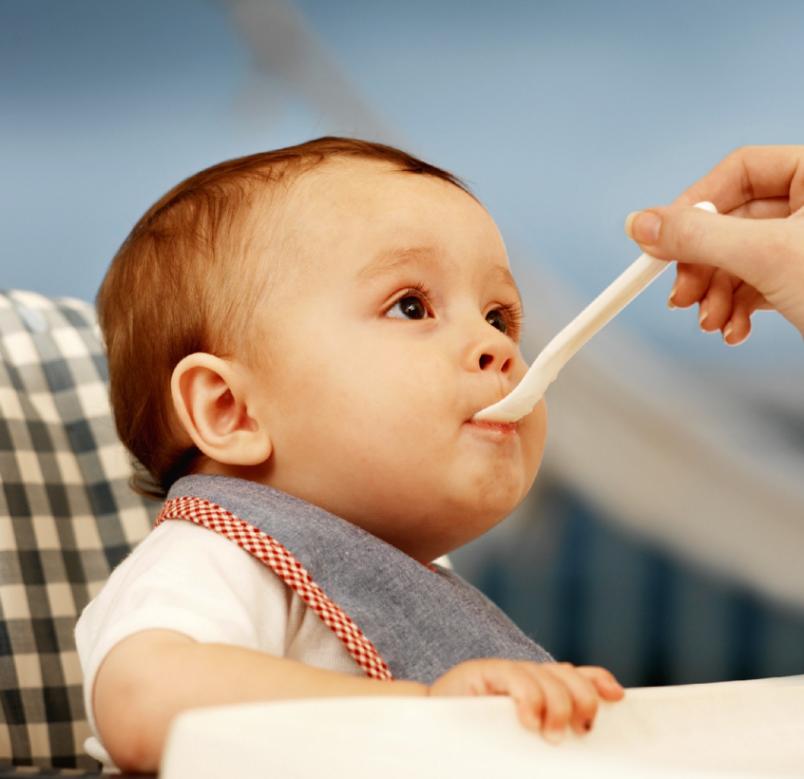 Ребенок может отказываться от каких-либо продуктов. И дело здесь не во вкусе новых для него блюд, а в необычности вкусовых ощущений.
