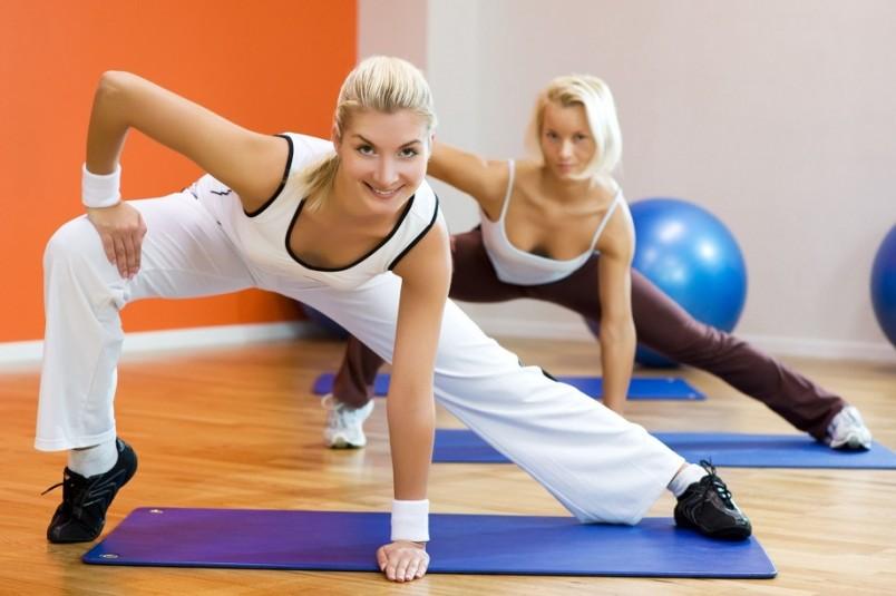 Комплекс упражнений в тренажерном зале, направленный на набор массы, должен быть разнообразным, но не может включать более 6-7 упражнений за тренировку.