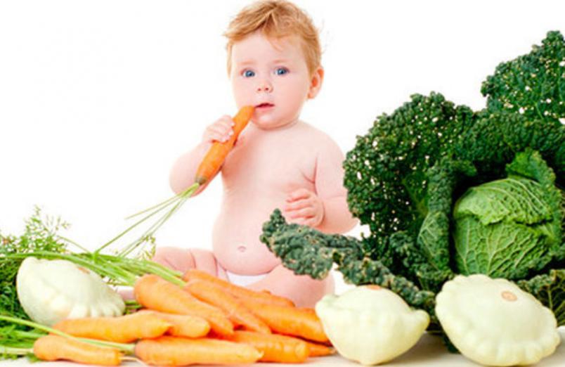 Молоко в меню 8-и месячного ребенка должно присутствовать лишь в утреннее и ночное кормление.