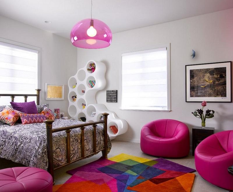 Оформляя комнату для девочки подростка, следует учитывать интересы ребенка.