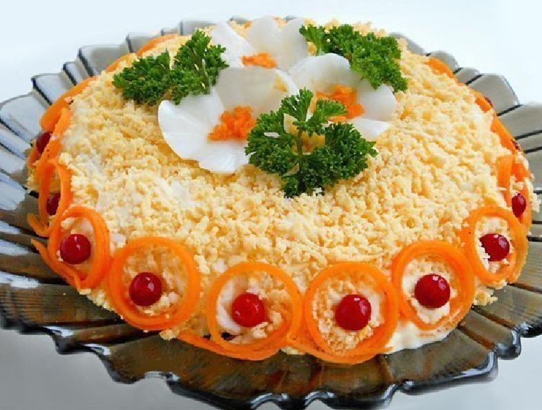 Теплый испанский салат из моркови дополнит ваше ежедневное меню. А если его соответственно украсить, то и праздничное.