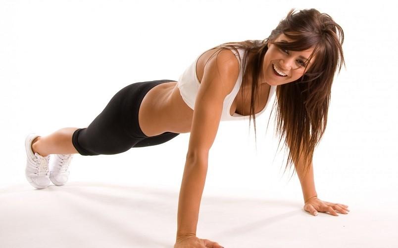 Для наилучшего эффекта похудения даже самая строгая диета предполагает дополнительно физические нагрузки.