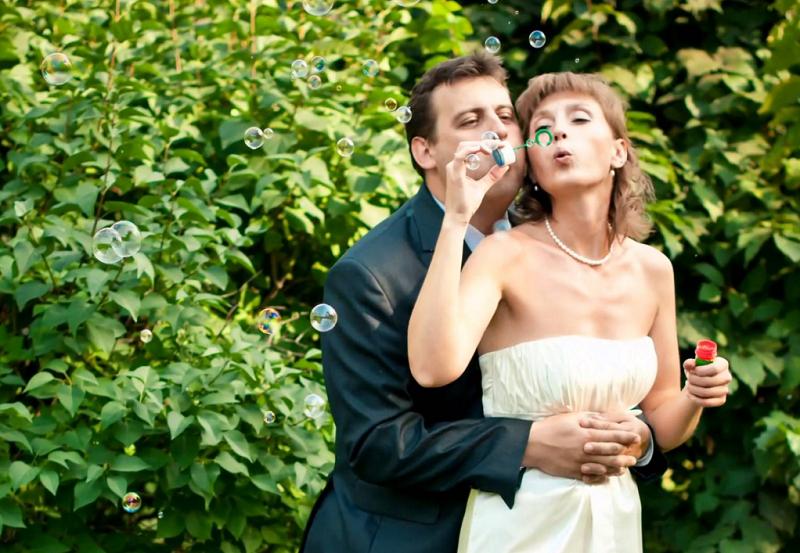 Отметить оловянную свадьбу можно на природе.