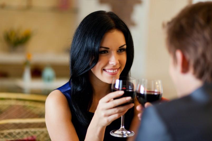 Искать мужа лучше всего в реальности. В первую очередь нужно обратить внимание на студии по интересам (не ночные клубы!), например, театральные или эстрадные.