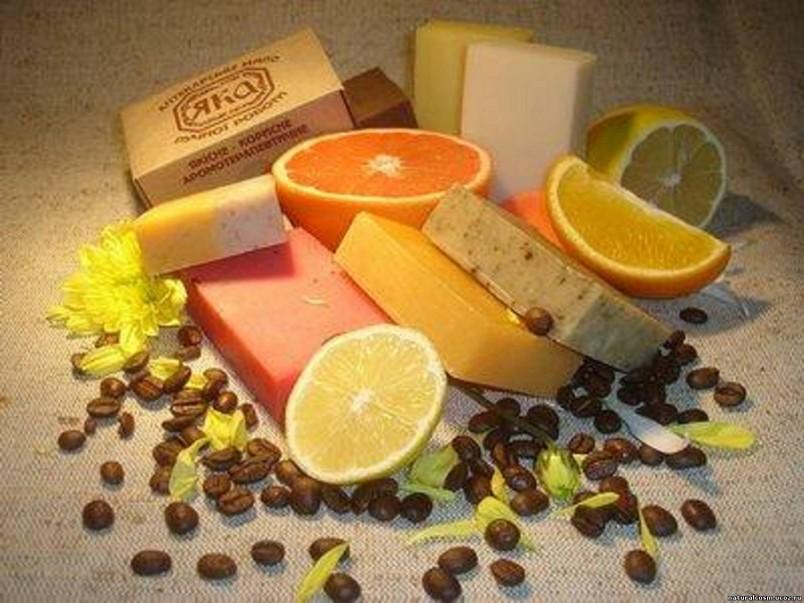 Домашнее мыло не содержит никаких консервантов, так что не используйте его, если с момента приготовления прошло больше года – у мыла будет неприятный запах или цвет.