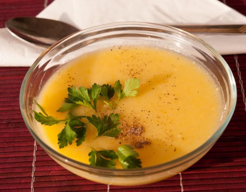 Овощной суп пюре применяют в детском и диетическом питании, поэтому этот суп многим знаком еще с детства.