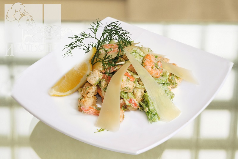 Вкус салата с креветками во многом зависит от заправки.