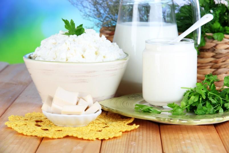 Наукой доказано, что молоко вымывает кальций из костей. А содержание кальция в молочной сыворотке в 2 раза больше чем в твороге.
