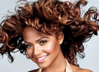 Уменьшить выпадение волос поможет правильное сбалансированное питание.