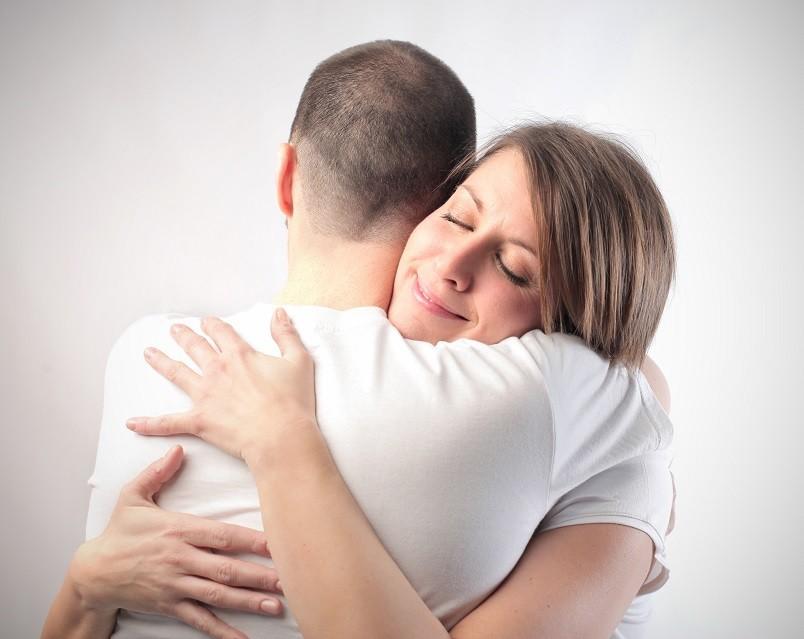 При встрече с парнем не унижайтесь и не просите вернуться его обратно, сделайте так, чтобы он сам этого захотел.