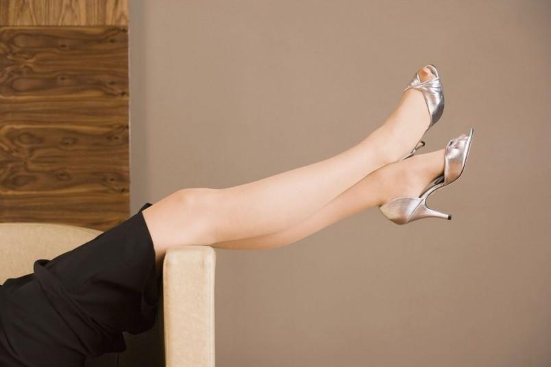 В большинстве случаев спазмы стоп происходят из-за усталости и напряжения ног.