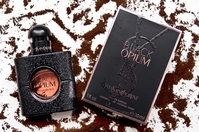 Духи «Opium» от Ив Сен Лорана предоставляли женщине возможность обрести над мужским сердцем абсолютную власть.