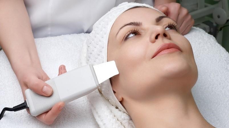 Механическая чистка лица самый лучший способ глубоко очистить кожу.