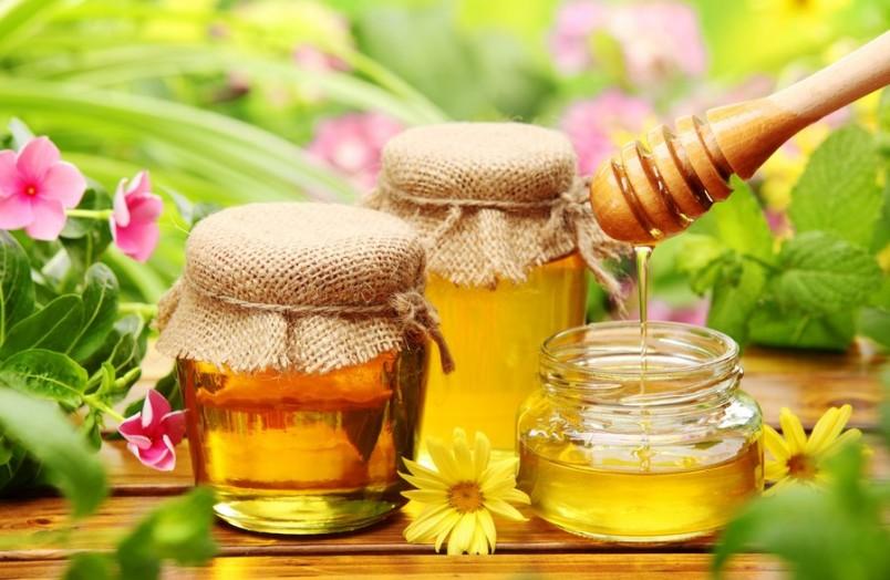 Мед нормализует физиологические функции организма, поэтому его необходимо рекомендовать при комплексном лечении различных заболеваний.