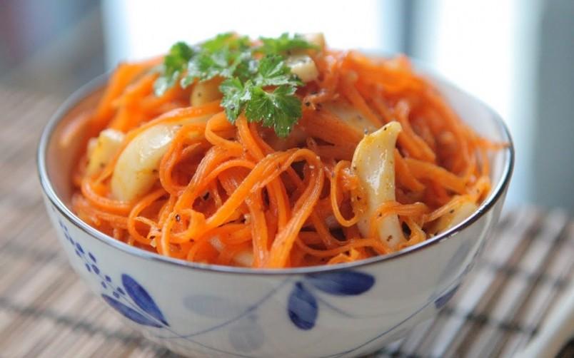 Приправленный подсолнечным или оливковым маслом салат из моркови позволит каротину быстрее усвоиться.